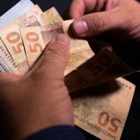 Juros extorsivos da dívida pública impedem retomada da economia e prejudica o povo